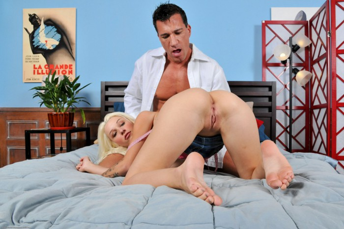Stevie Shae Gets Horny